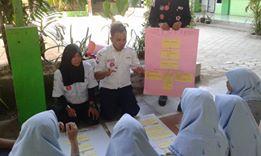 Praktek diseminasi pembina PMR MAN 2 Model Makassar