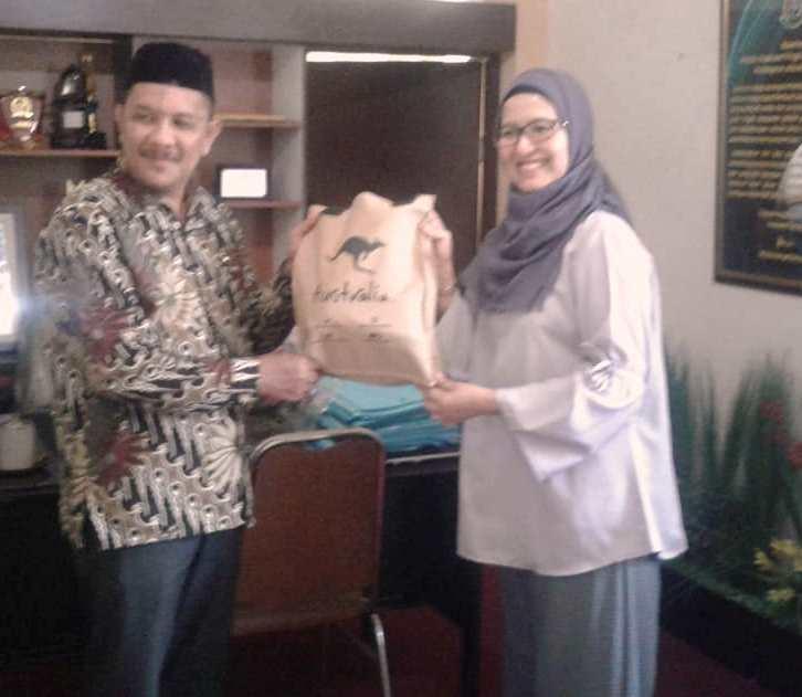 Read more about the article Kunjungan Education Unit Manager Australian Embassy pada Man 2 Kota Makassar